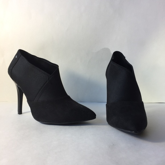 c8bf52421e97 Gorgeous Vera Wang Heeled Boots! M 5bf5929a3c9844d1ca1923c2